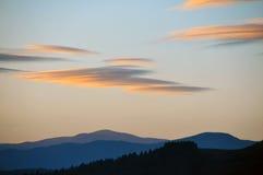 Moln över kullar Royaltyfri Foto