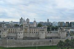 Moln över London, England som skymning att närma sig Royaltyfri Bild