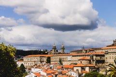 Moln över Santiago de Compostela Arkivfoto