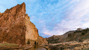 Moln över Smith Rock Royaltyfri Foto