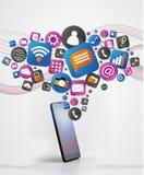 Moln av teknologiicone som ut går en smartphone Arkivbild