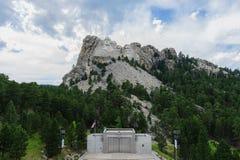 Moln bak Mount Rushmore arkivbild