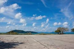 Moln, berg och hav Fotografering för Bildbyråer
