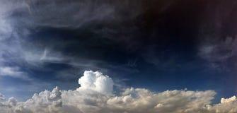 Moln blå bakgrund för himmel blue cloudy sky arkivfoton