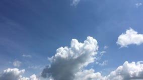 Moln bl? bakgrund f?r himmel blue cloudy sky arkivfilmer