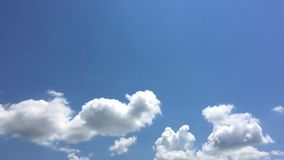 Moln bl? bakgrund f?r himmel blue cloudy sky stock video