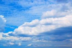Moln för blå himmel och vit171019 0212 Royaltyfri Fotografi
