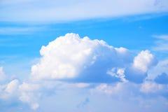 Moln för blå himmel och vit171112 0027 Royaltyfria Foton