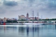 Moln för hav för segelfartyg för seglingkryssningskepp legendariskt fotografering för bildbyråer