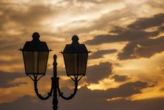 Moln för himmel för ljus lampa för solnedgång orange royaltyfri fotografi