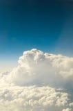 Moln flygplan clouds den slappa siktsfönstervingen Arkivfoto
