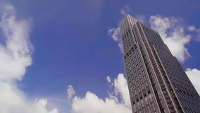 Moln i bakgrunden av skyskrapan i Hong Kong lager videofilmer