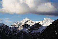 Moln i berg Arkivfoto