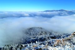 Moln i bergen Royaltyfri Foto