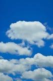 Moln i blå himmel. Royaltyfria Bilder