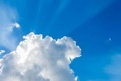 Moln i den blåa himlen Fotografering för Bildbyråer