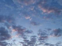 Moln i en aftonhimmel Royaltyfri Foto