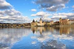 Moln i himlen över Prague Arkivfoto
