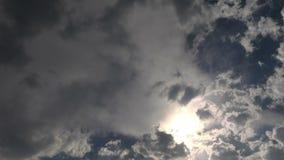 Moln i himmeltidschackningsperioden lager videofilmer
