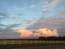 Moln i horisonten Arkivfoto