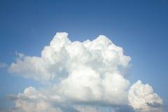 Moln i skyen Royaltyfria Bilder