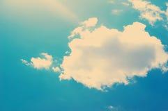 Moln i tappningstil himmel med moln stiliserade under de gamla fotografierna Arkivbilder