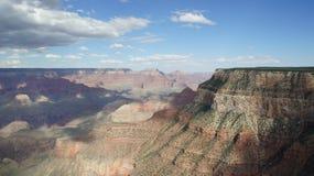 Moln kastar skuggor på Grand Canyon, Arizona Arkivfoto