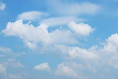Moln med bakgrund för blå himmel Royaltyfri Fotografi