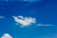 Moln med himmel Arkivbilder