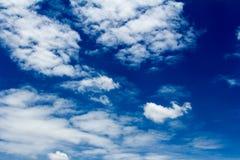 Moln med himmel Arkivfoto
