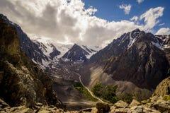 Moln och berg, Altai berg, Sibirien, Ryssland Arkivbild