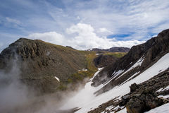 Moln och berg, Altai berg, Sibirien, Ryssland Royaltyfria Bilder