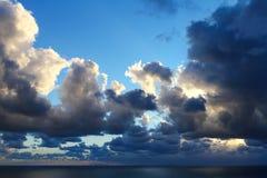 Moln och hav Royaltyfri Fotografi
