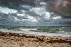 Moln och havet royaltyfri bild