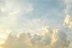 Moln och himmel Arkivfoto