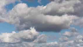 Moln och himmel för Tid schackningsperiod lager videofilmer