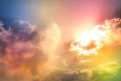 Moln och himmel med en pastellfärgad kulör bakgrund arkivbilder