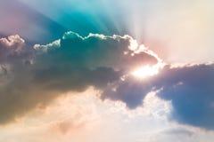 Moln och himmel med en pastellfärgad kulör bakgrund arkivbild
