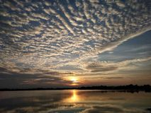 Moln och himmel och flod Fotografering för Bildbyråer
