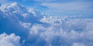 Moln- och himmelsikt Arkivfoto