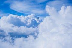 Moln- och himmelsikt Arkivfoton