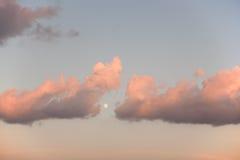 Moln och måne Royaltyfria Bilder