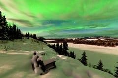 Moln och nordliga ljus över sjön Laberge Yukon Arkivfoton