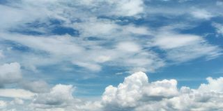 Moln och sky Arkivbilder