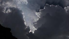 Moln och sol ky, blått, natur, solljus, sommar, ljus som är härligt, moln, bakgrund, färg stock video