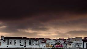 Moln och solnedgången över angra gör heroismo royaltyfria foton
