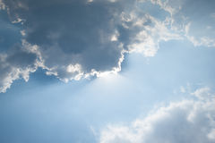 Moln och sun fotografering för bildbyråer