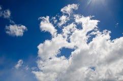 Moln och sunstrålar Fotografering för Bildbyråer