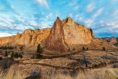 Moln ovanför Smith Rock Royaltyfri Bild
