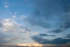Moln på blå himmel Royaltyfri Bild